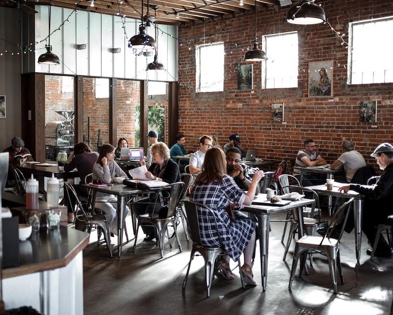英会話カフェは本当におすすめ?知らないと損する特徴や選び方を解説