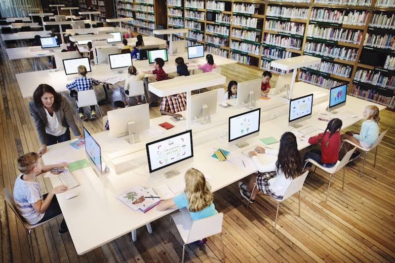 オンライン英会話の学校導入に関して考察する