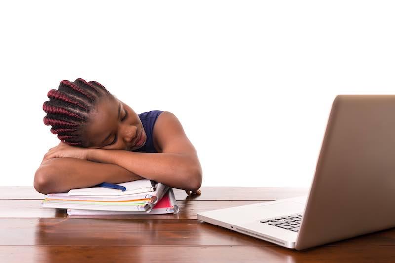 オンライン英会話は中学生が受けても疲弊するだけ